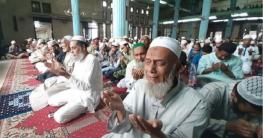 করোনা থেকে মুক্তি কামনায় সারাদেশে মসজিদে মসজিদে দোয়া