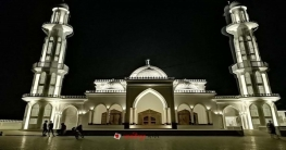 আলোকসজ্জায় মোহনীয় সৌন্দর্যের মসজিদ দেখে অভিভূত মহাসড়কের যাত্রীরা